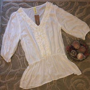 NWT🌷FRANCESCA'S🌷Ivory front ruffle 3/4 sl blouse